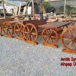 Antik Tekerlekli Masa